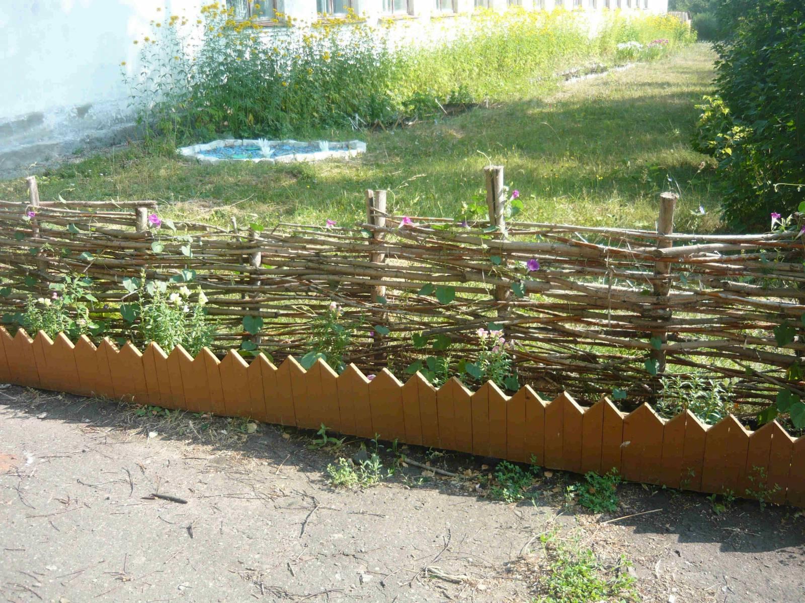 Декоративный забор из подручных материалов своими руками фото